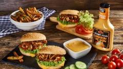 Burger z szarpanymi kotlecikami sojowymi z dodatkiem Sosu do Hamburgerów i Hot Dogów Roleski Street Food