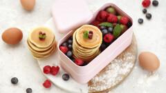 Co do śniadaniówki zamiast kanapki? Szybkie, pyszne pancakes z owocami