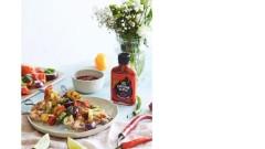 Grillowane szaszłyki z krewetkami, warzywami i ananasem z dodatkiem sosu Carolina Reaper od Roleski