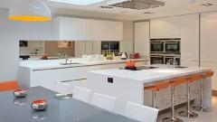 Jak wybrać idealny front meblowy do kuchni?