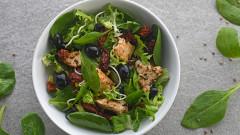 Mieszanka sałat z młodym szpinakiem – Green mix marki Eisberg