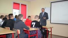 """Niecodzienna lekcja samorządowa w gryfickiej szkole """"Talent, Promocja Postęp"""""""