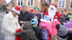 W Płotach rozbłysła świąteczna choinka