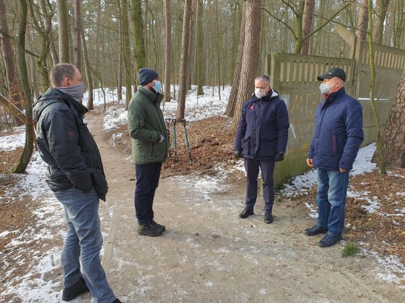 Burmistrz Robert Czapla realizuje kolejną obietnicę – ruszają prace przy dokończeniu ścieżki pieszo- rowerowej wokół Jeziora Nowogardzkiego