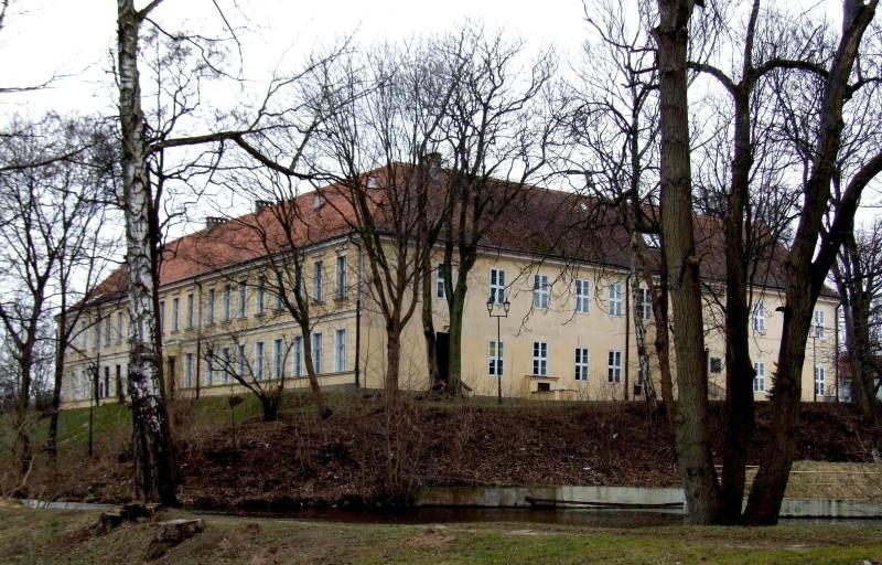 Ekspertyzy i badania piwnicy Pałacu w Trzebiatowie zakończone.