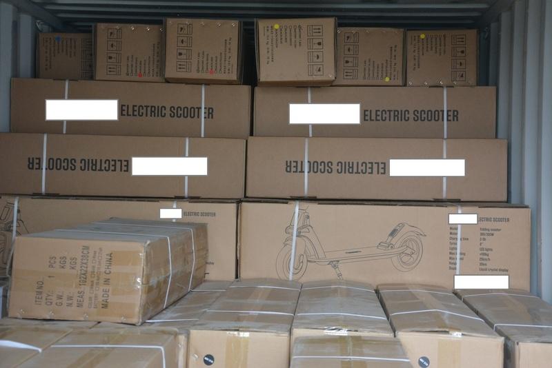 Elektryczne hulajnogi zatrzymane przez KAS  w szczecińskim porcie
