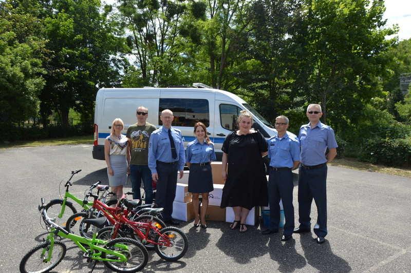 Funkcjonariusze Służby Więziennej pomogli dzieciom z Placówki Opiekuńczo-Terapeutycznej  w Dębnie