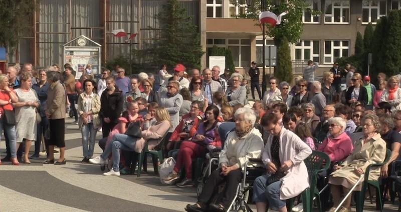Gryfice: Rocznica uchwalenia Konstytucji 3 Maja w rytmie Poloneza