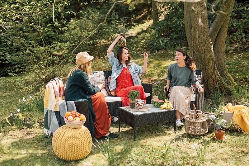 Jak dobrać meble ogrodowe i urządzić miejsce wypoczynku?