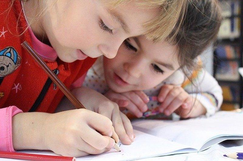 Jak zadbać o zdrowe relacje w szkole? Profilaktyka antywirusowa może iść z nimi w parze!
