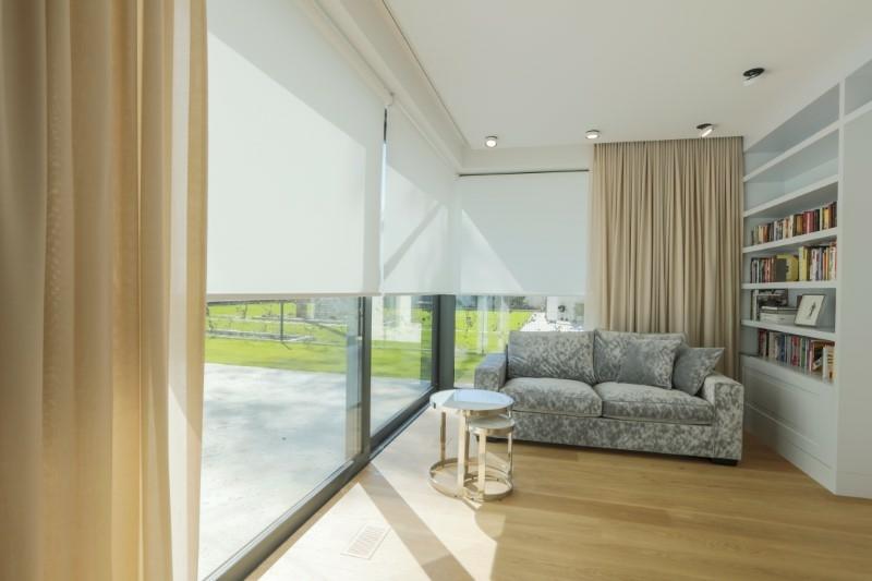 Japoński minimalizm czy barokowy przepych? Rolety wewnętrzne materiałowe…