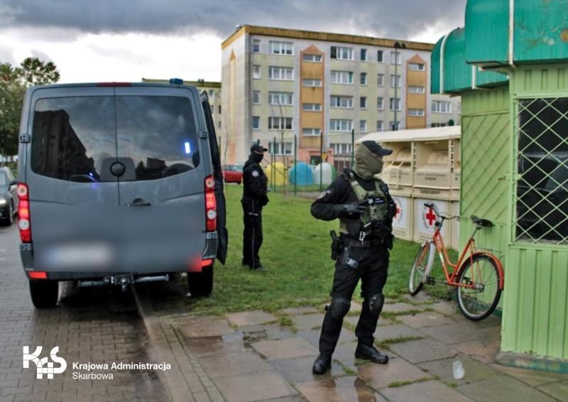 Nielegalny hazard w pobliżu szkoły  w Dębnie