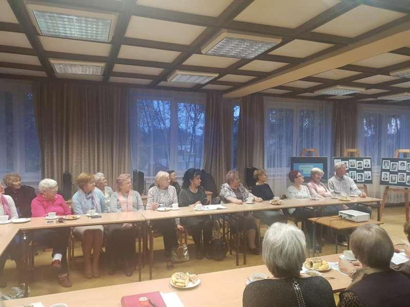 """''Ocalić od zapomnienia"""" w w Miejskiej Bibliotece Publicznej w Nowogardzie"""