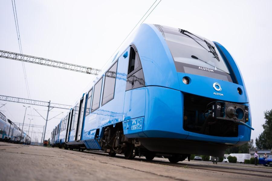 """Pierwszy na świecie pociąg wodorowy """"z polskimi korzeniami"""" zaprezentowany…"""