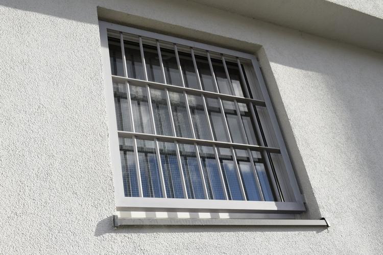 Policjant w czasie wolnym od służby zatrzymał na gorącym uczynku dwóch włamywaczy
