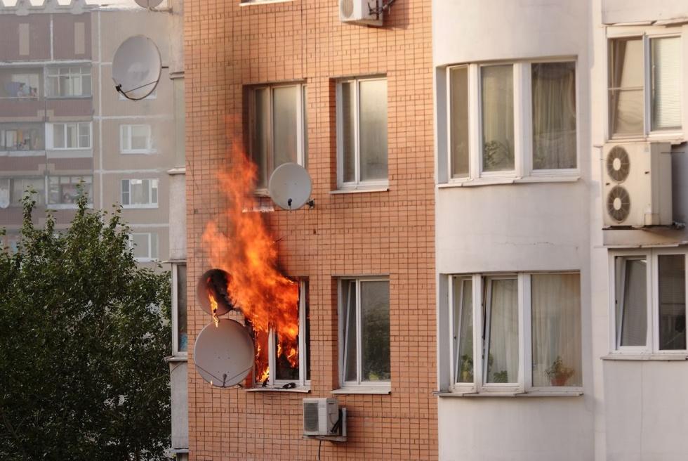 Pożar na niższej kondygnacji odcina drogę ucieczki. Co robić?