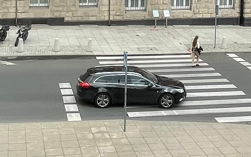 Prawo.pl: na przejściu tylko pieszy ma pierwszeństwo