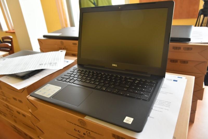 """Przekazanie laptopów w ramach projektu """"Zdalna Szkoła"""""""