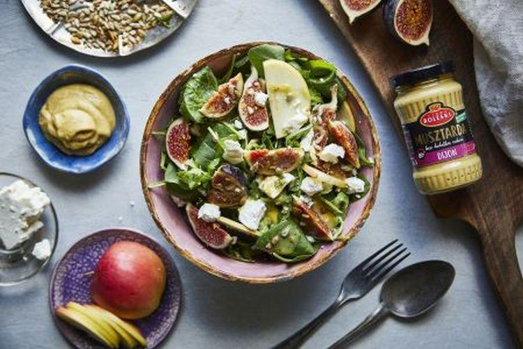 Sałatka z figami, jabłkiem i fetą oraz prażonymi orzechami włoskimi z…