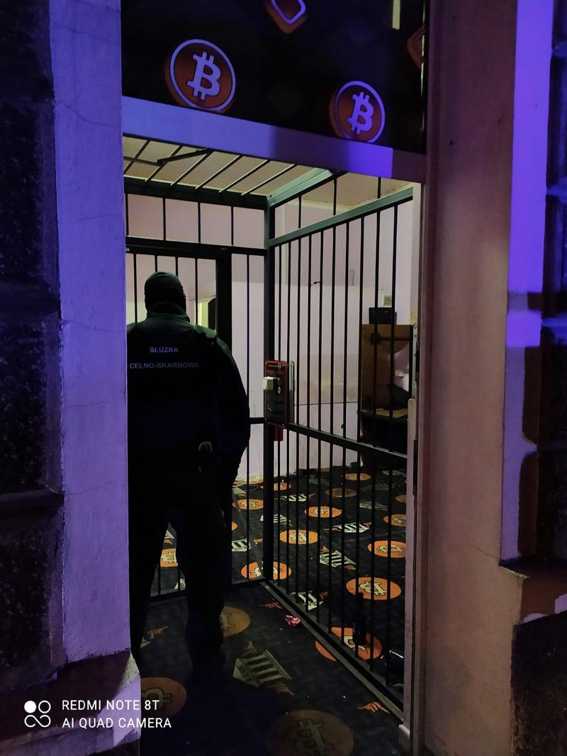 Samoobsługowy punkt hazardowy w centrum Wałcza zamknięty przez KAS  Zachodniopomorskie, Wałcz