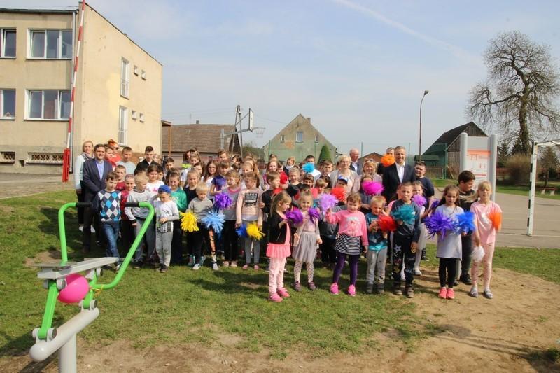 Siłownia plenerowa w Błotnie już służy mieszkańcom