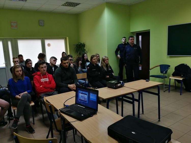 Spotkanie policjantów z uczniami szkół średnich