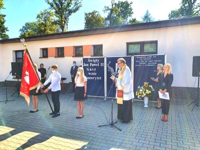 Święto w Szkole Podstawowej im. Św. Jana Pawła II w Modlimowie