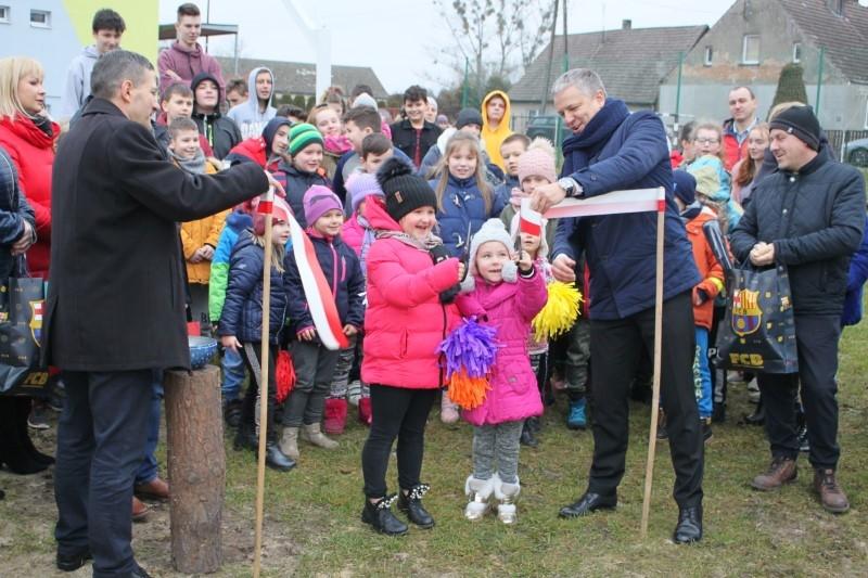Szkoła w Błotnie ma nowy przyszkolny plac zabaw