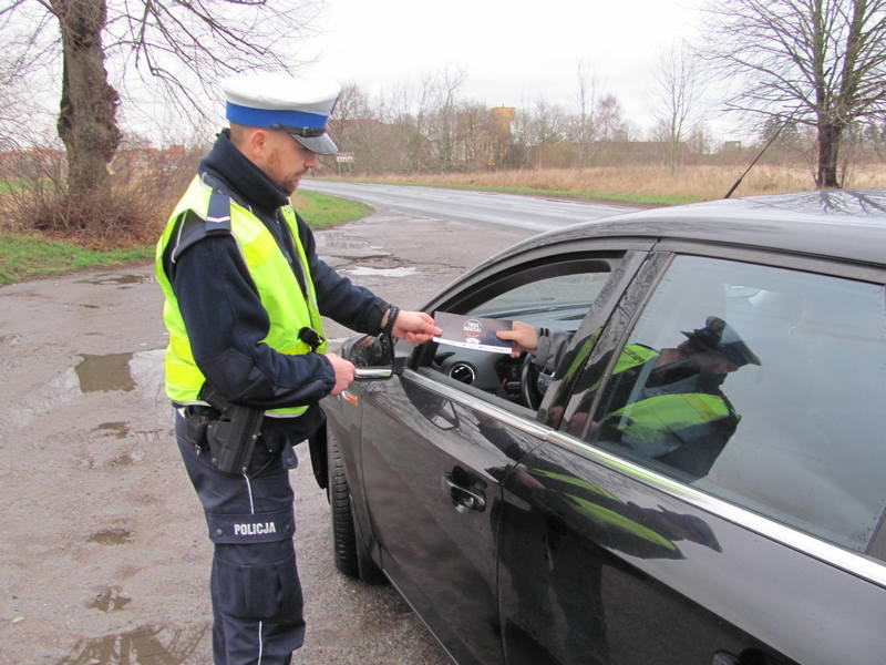 """""""Twoje światła -Twoje bezpieczeństwo"""" i kierowca zatrzymany na podwójnym gazie"""