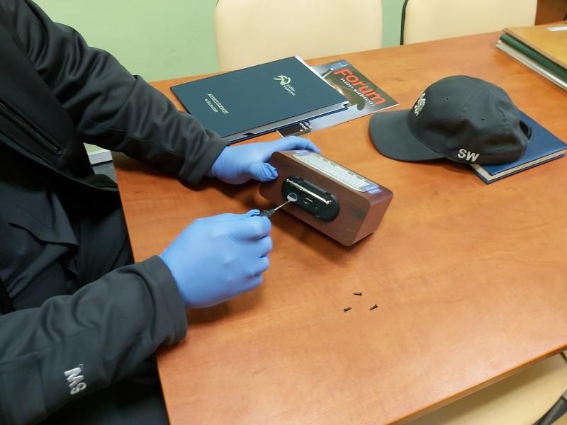 Udaremnione próby przemytu telefonów komórkowych oraz kart SIM na teren Aresztu Śledczego w Szczecinie oraz w Międzyrzeczu