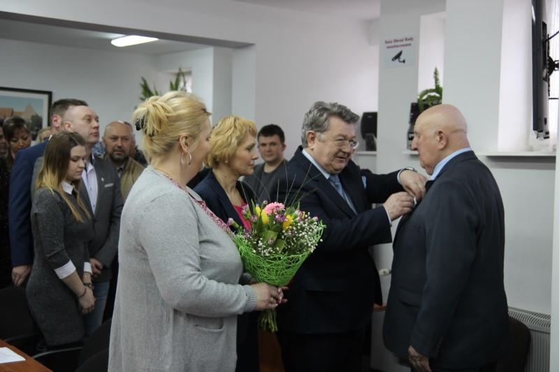 VI Sesja Rady Miejskiej w Płotach – odznaczenie dla Antoniego Kowalskiego