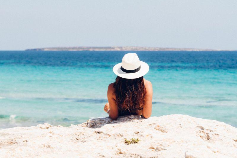 Wyjeżdżasz na urlop? Zobacz, jak zadbać o samopoczucie i zdrowie w trakcie wakacji