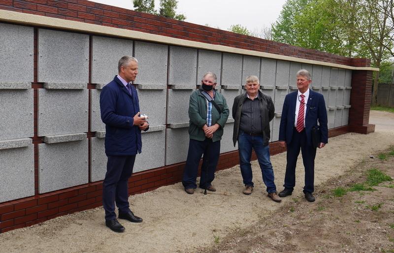Zakończono budowę ściany urnowej na cmentarzu komunalnym w Nowogardzie