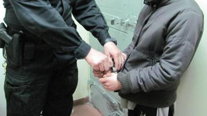 Areszt dla sprawców pobicia- jeden z nich ukrywał się w tapczanie