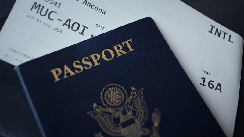Niespodziewana rezygnacja z urlopu? Oto jakie prawa przysługują pasażerom linii lotniczych