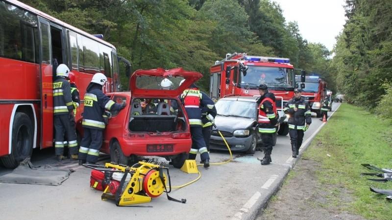Zderzenie autobusu i samochodów osobowych na krajowej S6 - To na szczęście ćwiczenia…