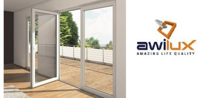 Drzwi balkonowe z niskim progiem i ukrytymi zawiasami od Awilux - bezpieczeństwo i komfort użytkowania