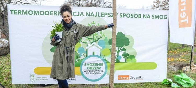 Kampania społeczna na rzecz czystego powietrza:   Omenaa Mensah radzi jak skutecznie walczyć ze smogiem, również w domu!